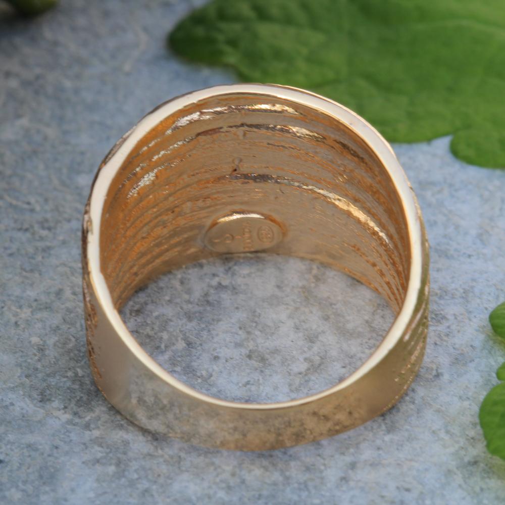 Schitterende en gestreepte vergulde ring