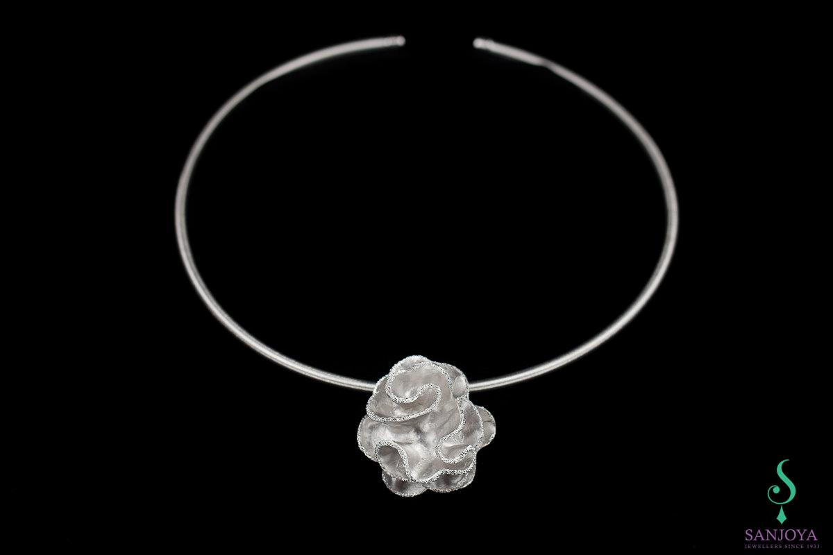 """Zilveren ketting met gediamanteerde bloemhanger """"Groot"""""""