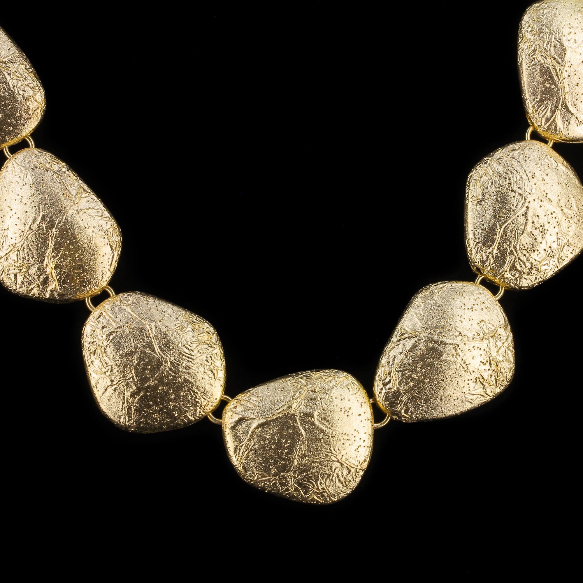 Verguld en gediamanteerd collier met design van koffiebonen