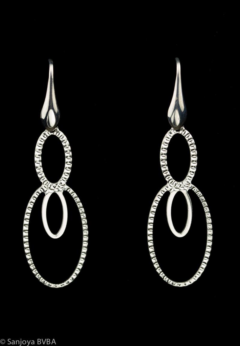 Zilveren ovalen oorbellen