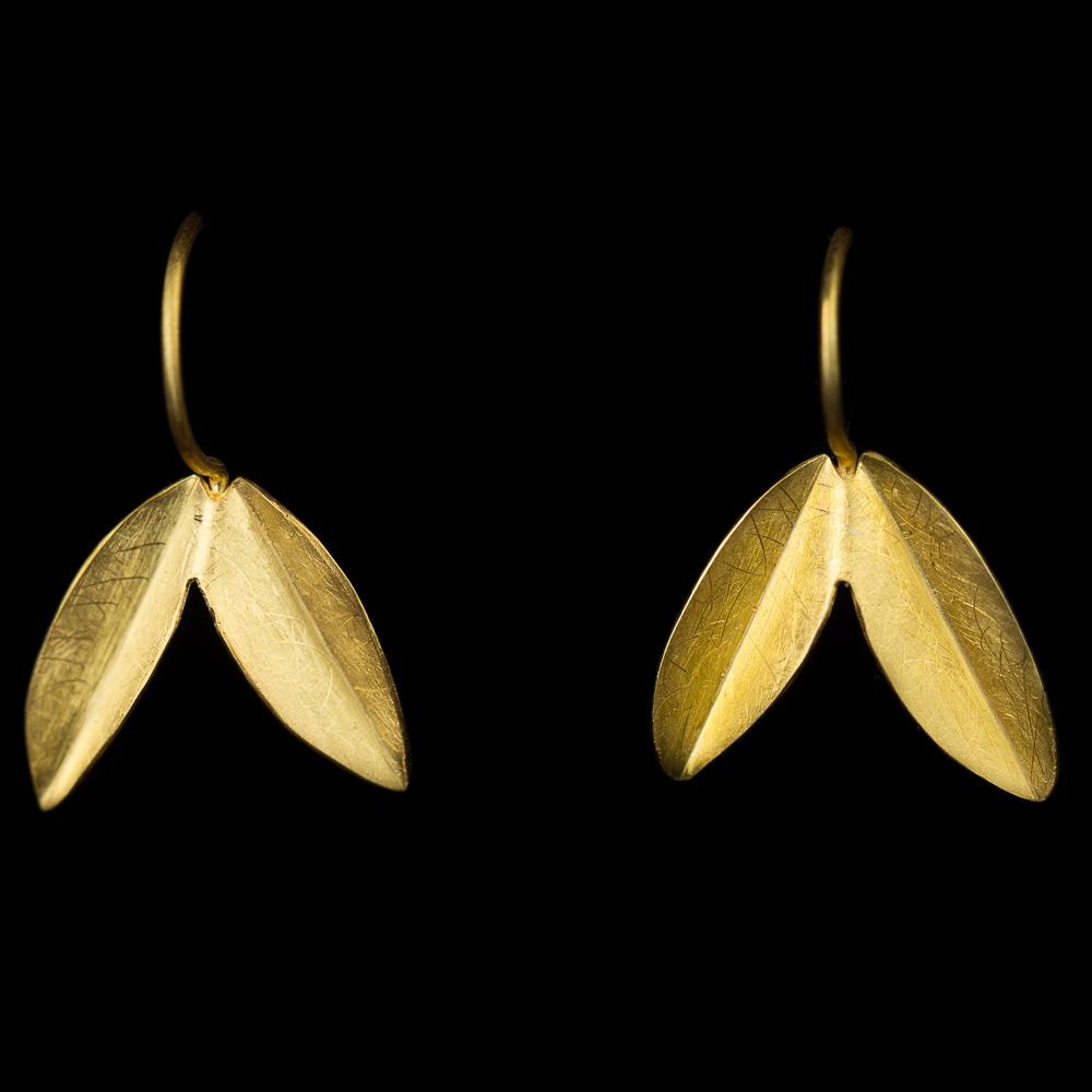 Kleine bladvormige oorbellen van 18Kt goud