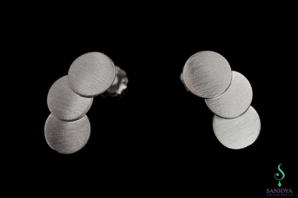 Zilveren oorbellen van matte cirkeltjes