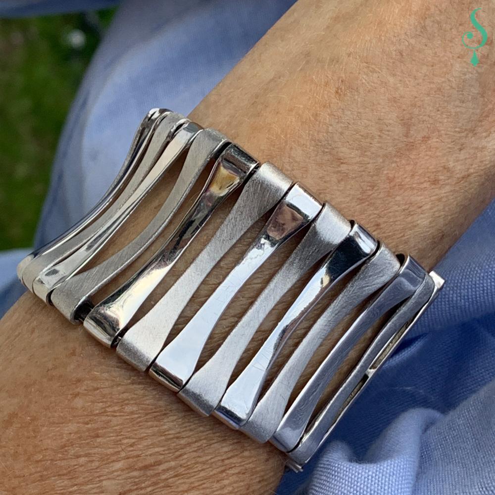 Brede zilveren armband met matte en gepolijste schakels