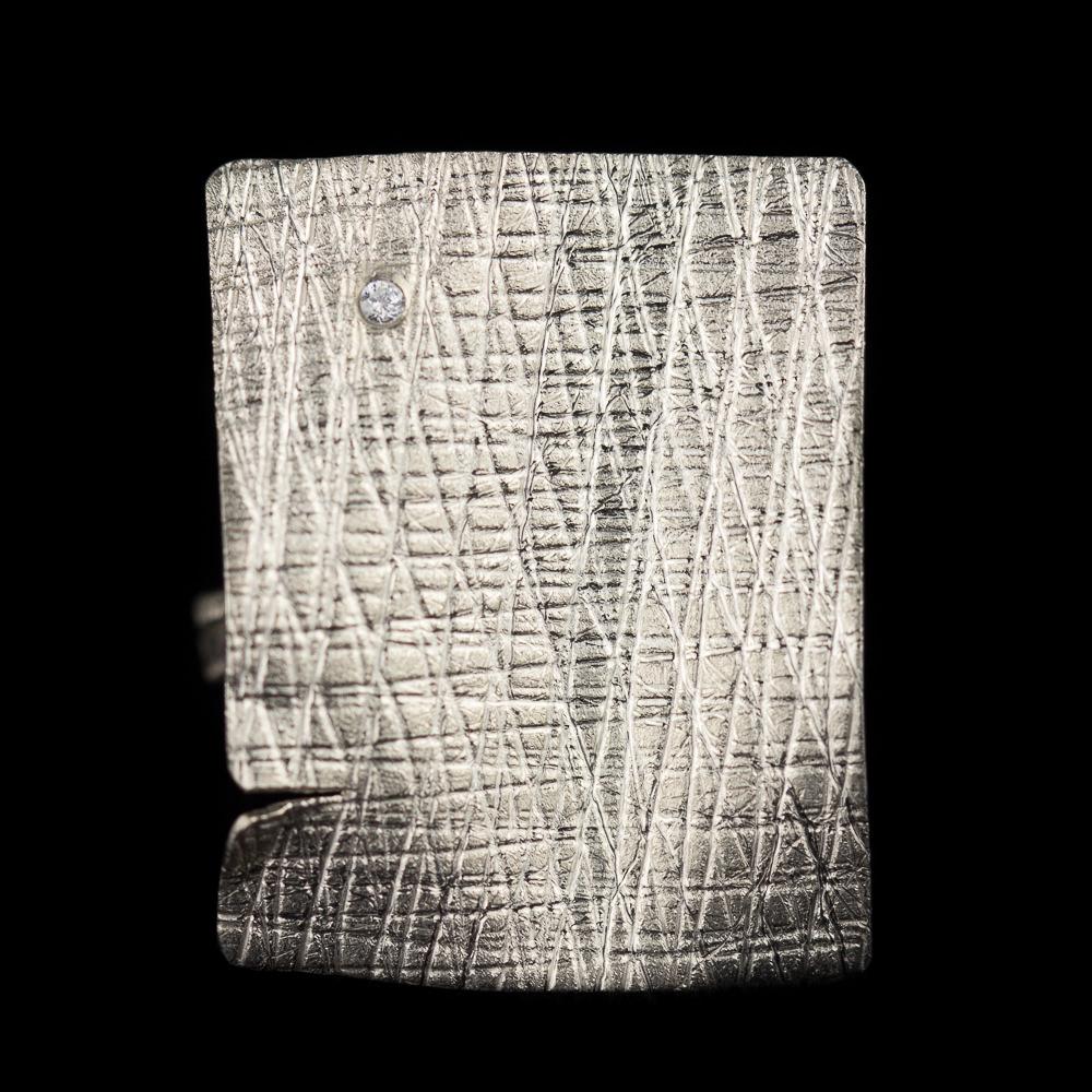 Zilveren rechthoekige ring met zirkonia steentje