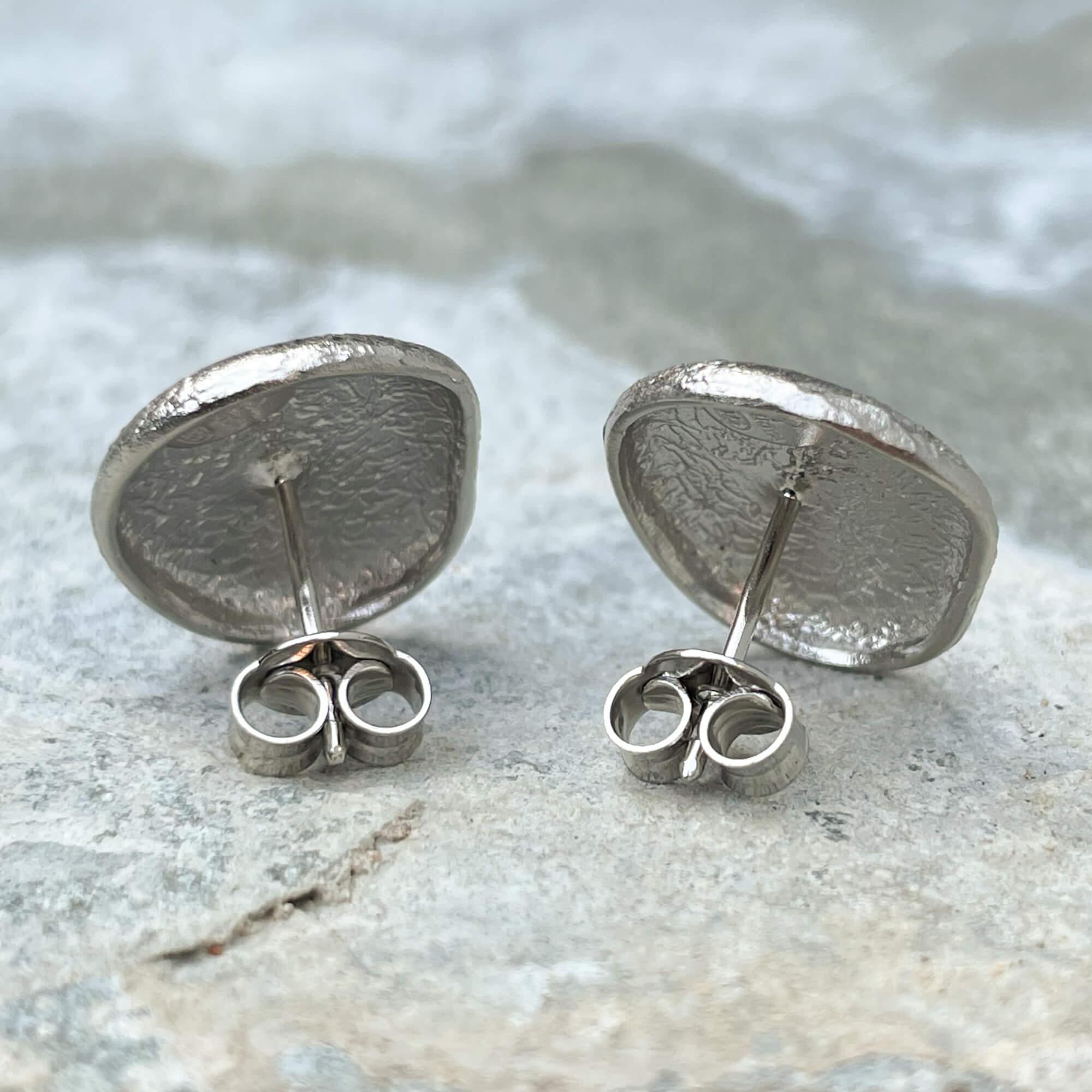 Zilveren kleine en ovaalvormige oorbellen, gediamanteerd