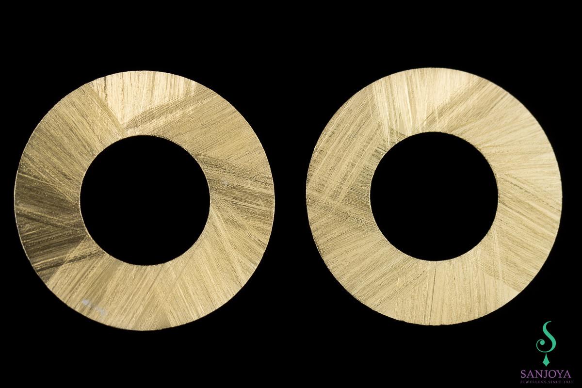 Vergulde matte cirkelvormige oorbellen