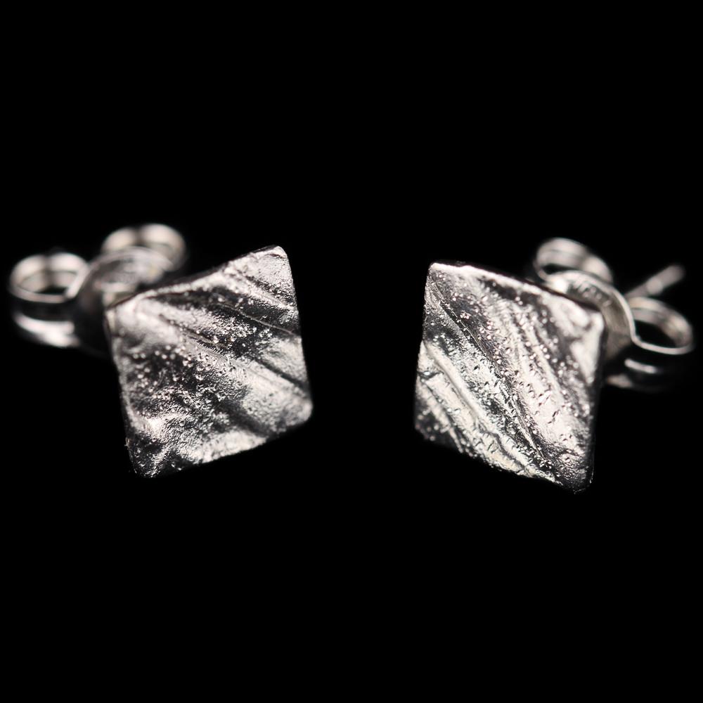 18Kt witgoud, vierkante en gediamanteerde oorbellen