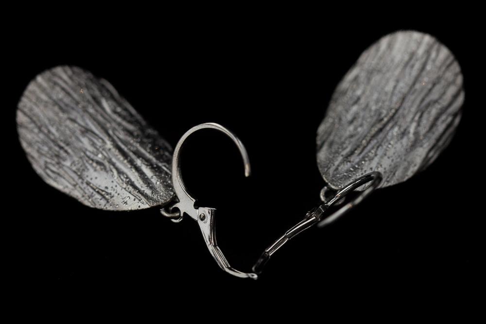 Zilvergrijze afhangende ovale gediamanteerde oorbellen