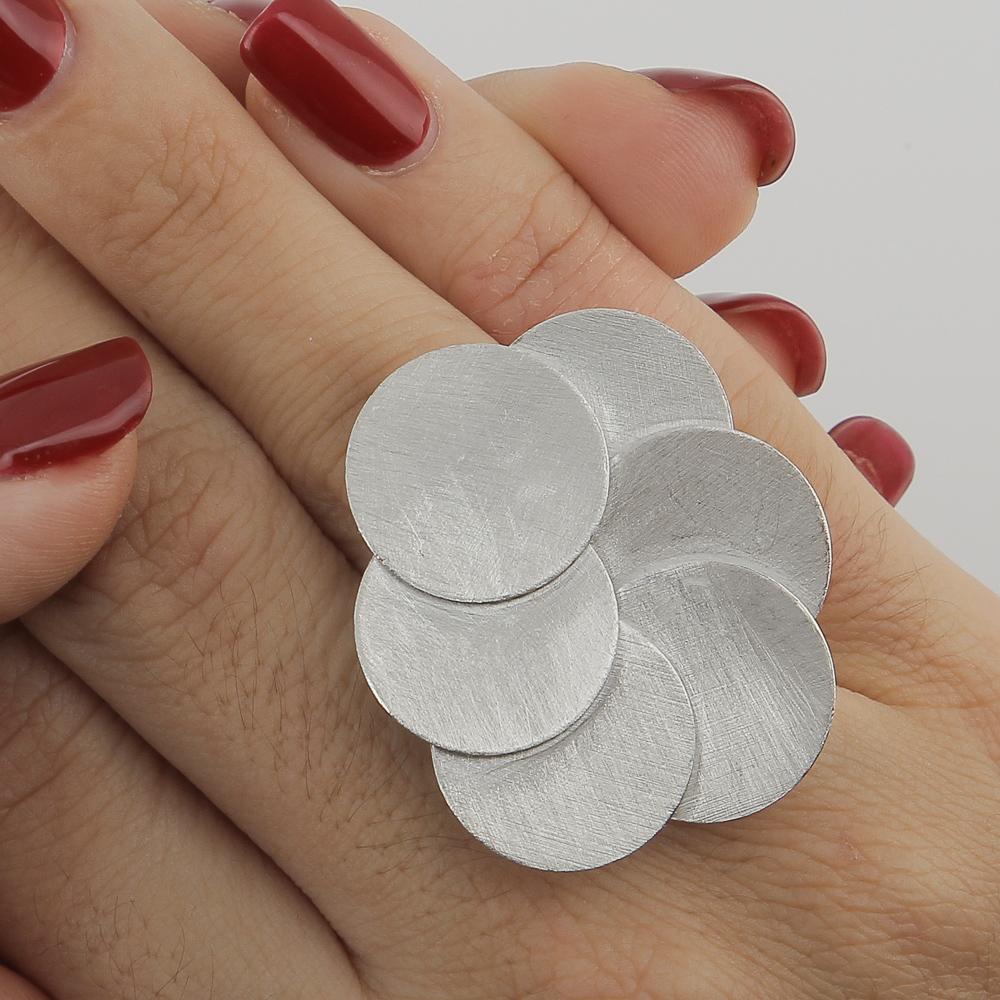Zilveren ring met matte cirkels