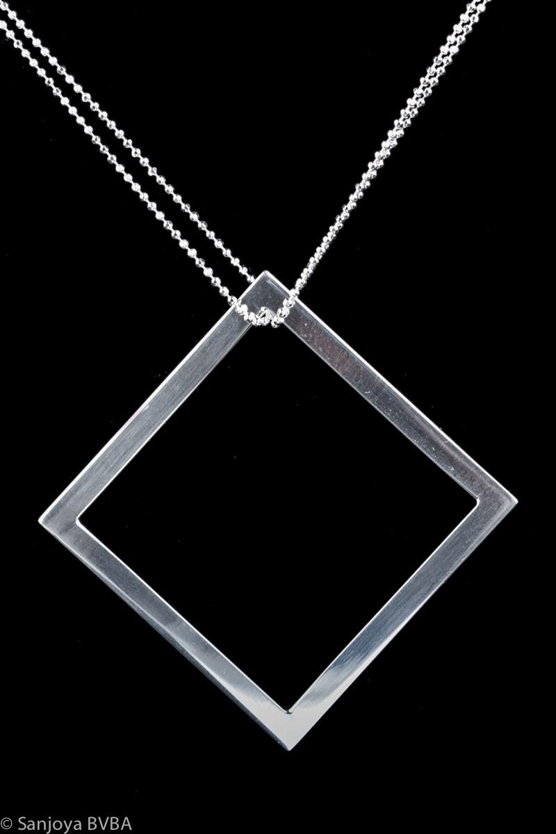 Zilveren ketting met vierkante hanger