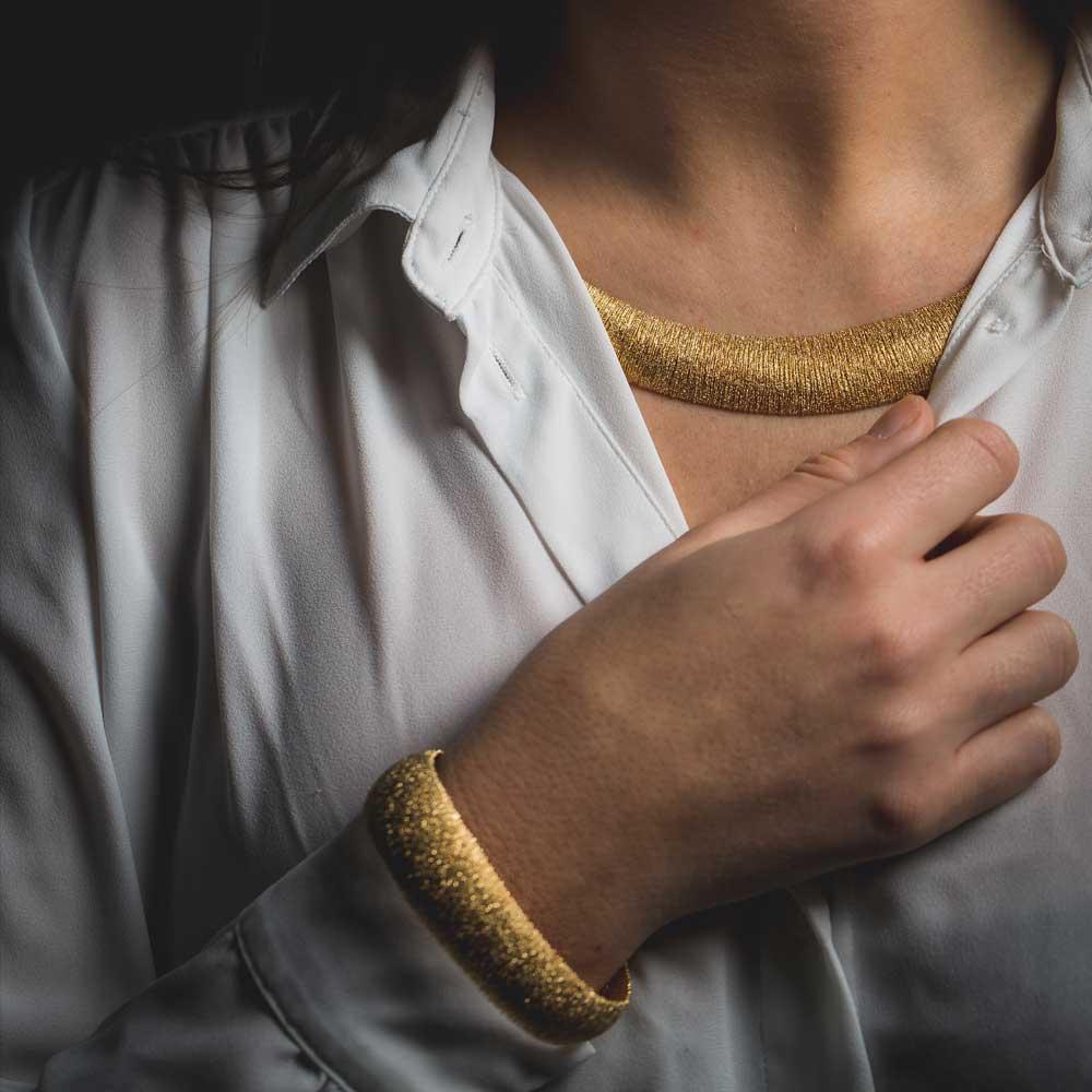Chique en brede vergulde armband