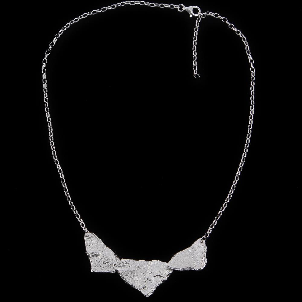 Schitterende zilveren en steenvormige hangers met ketting