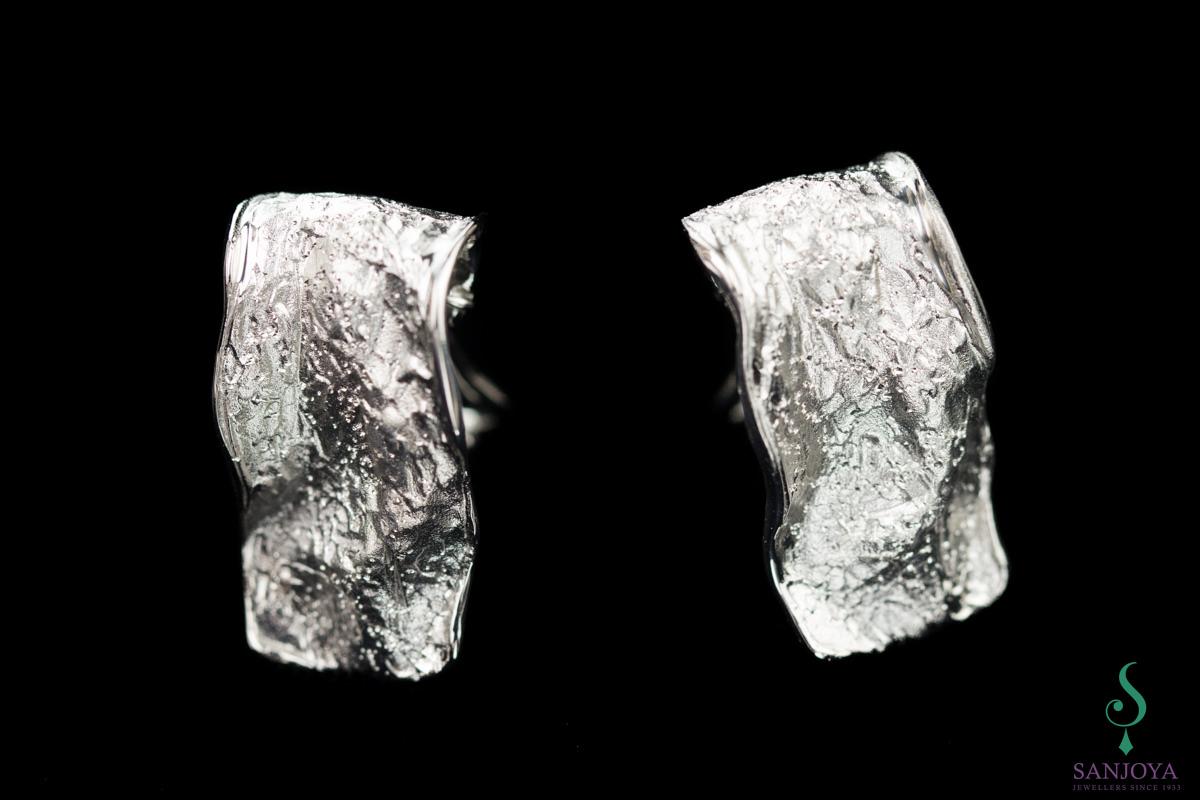 Zilveren rechthoekige glinsterende oorbellen