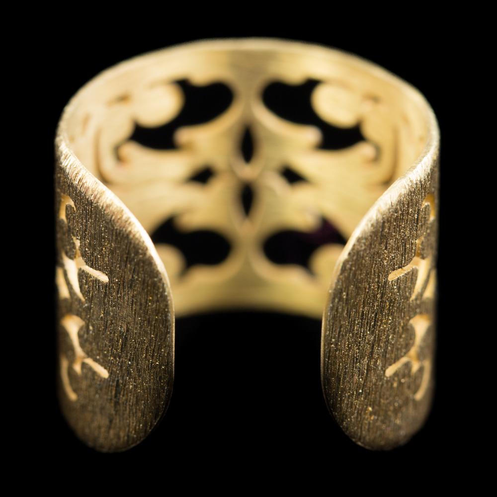 Bewerkte vergulde ring