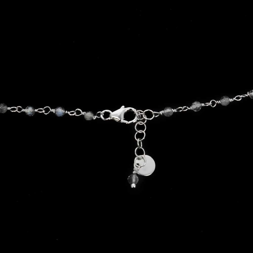Korte zilveren ketting met labradoriet steentjes