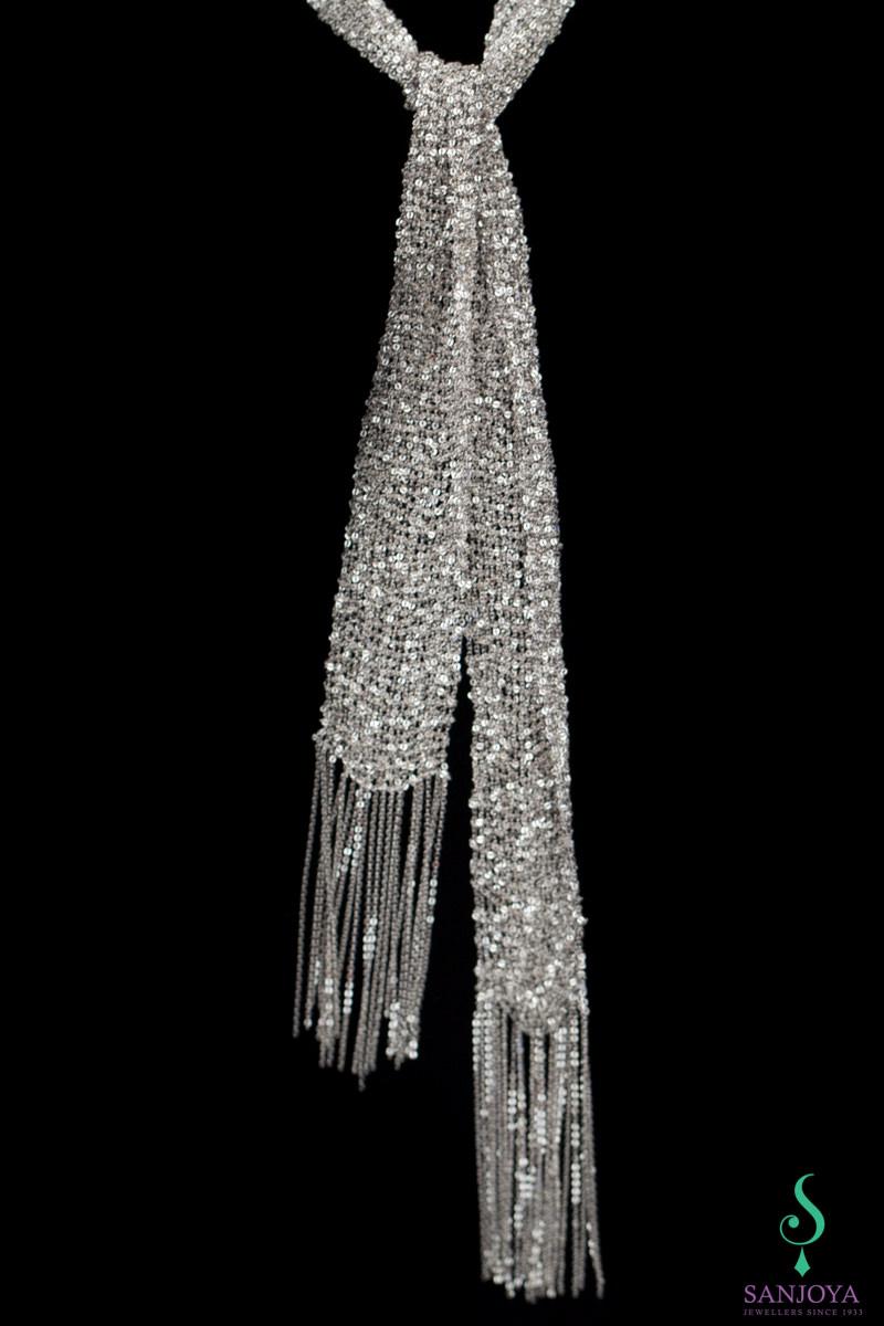 Zilveren sjaal van verweven kettinkjes