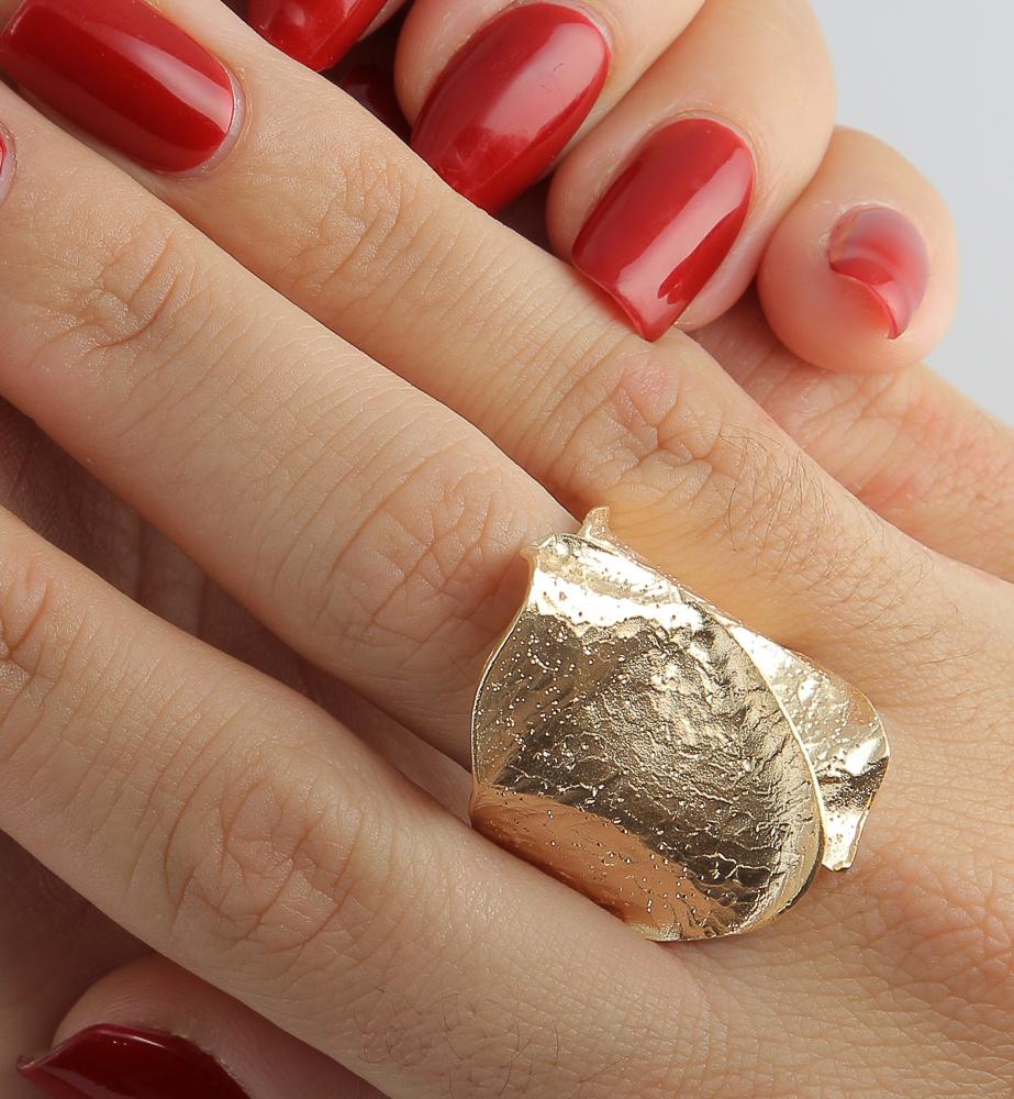 Golvende vergulde ring met schitteringen