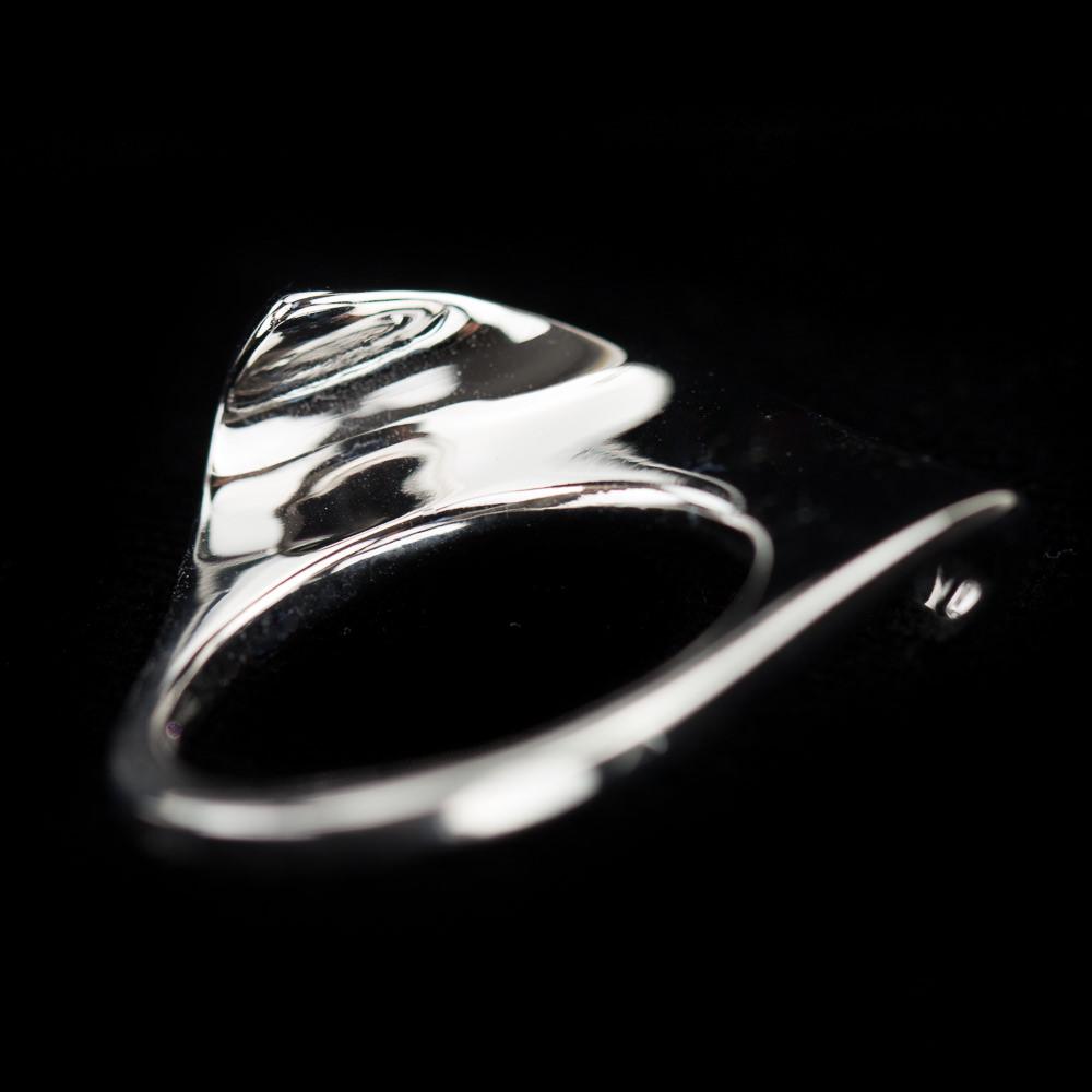 Zilveren ring, gepolijst en onregelmatig van vorm