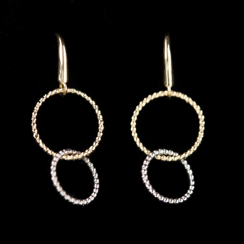 Gouden oorbellen met twee cirkeltjes, groter en kleiner