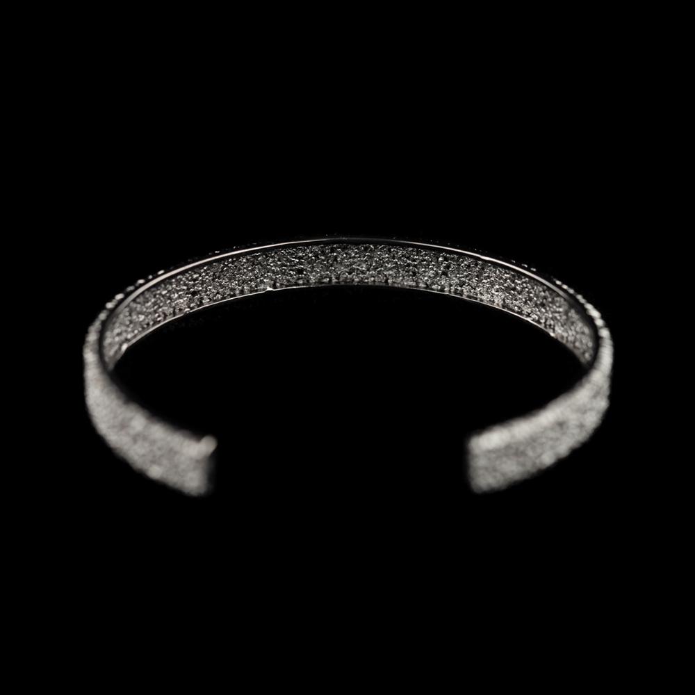 Open slavenarmband van grijs zilver