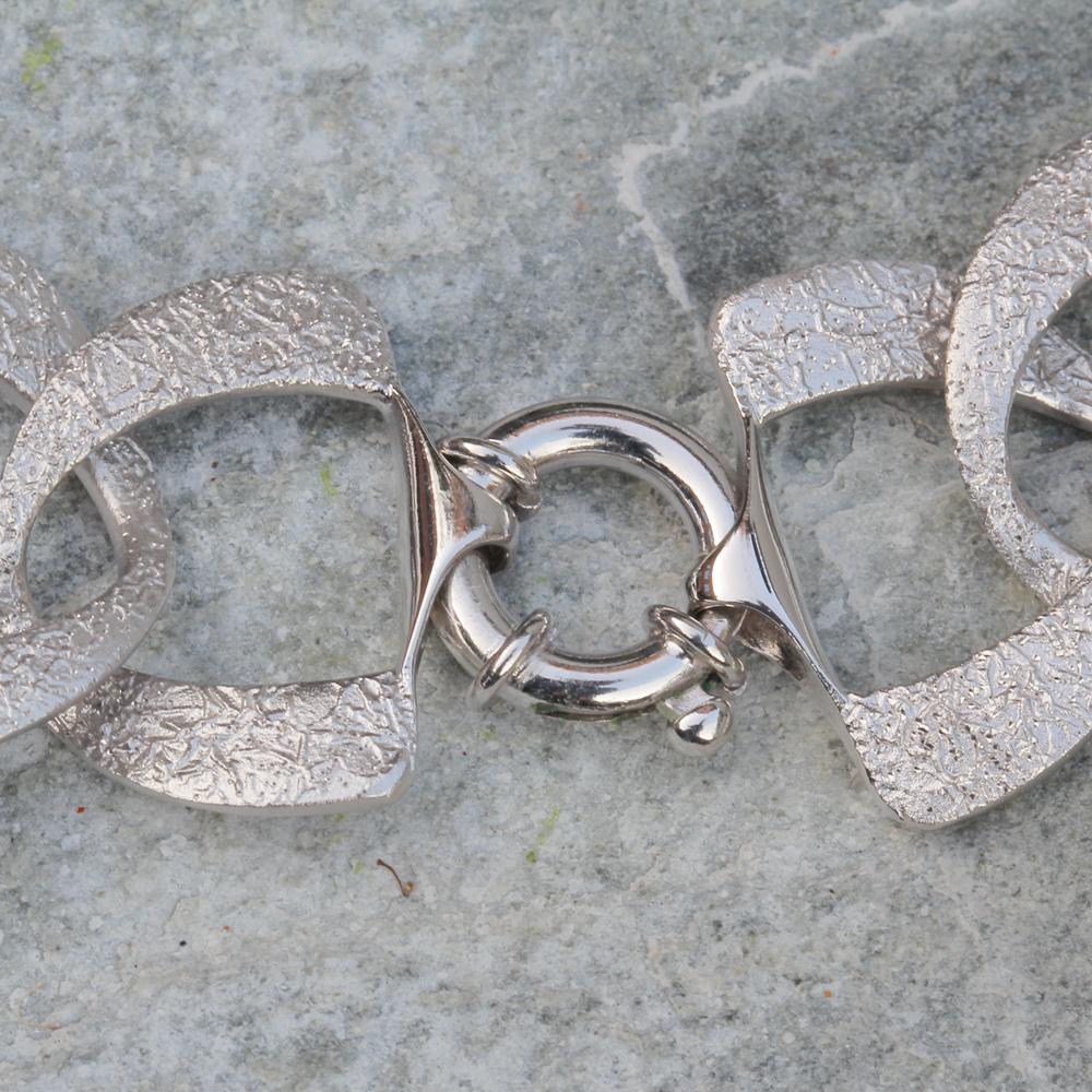 Zilveren en gediamanteerde schakelketting