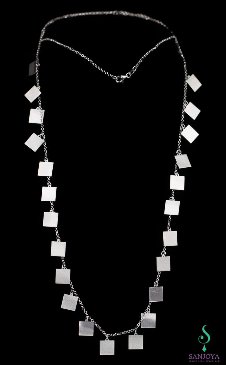 Lange zilveren ketting met vierkantjes