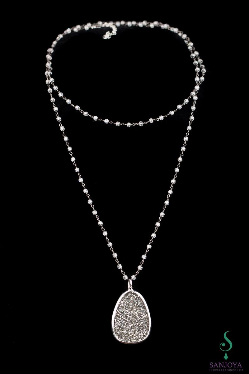 Lange ketting met hanger van zwart hematiet en kristal