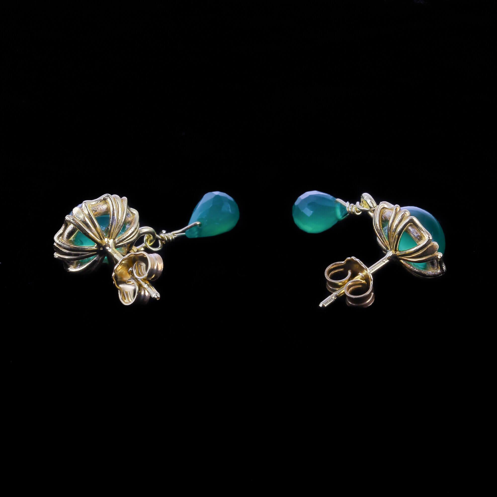 Vergulde en groene oorbellen met tourmalijn en agaat