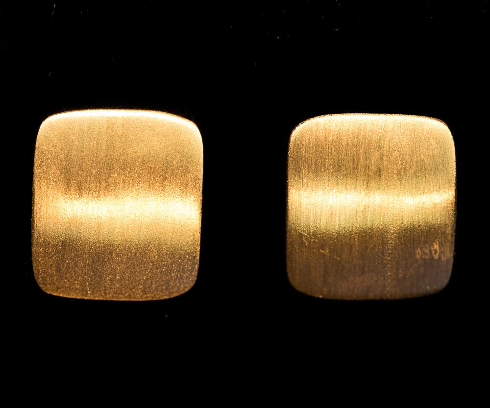 Vergulde matte vierkante oorbellen