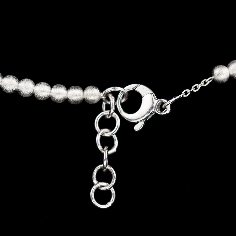 Zilveren collier van kleinere en grotere bolletjes