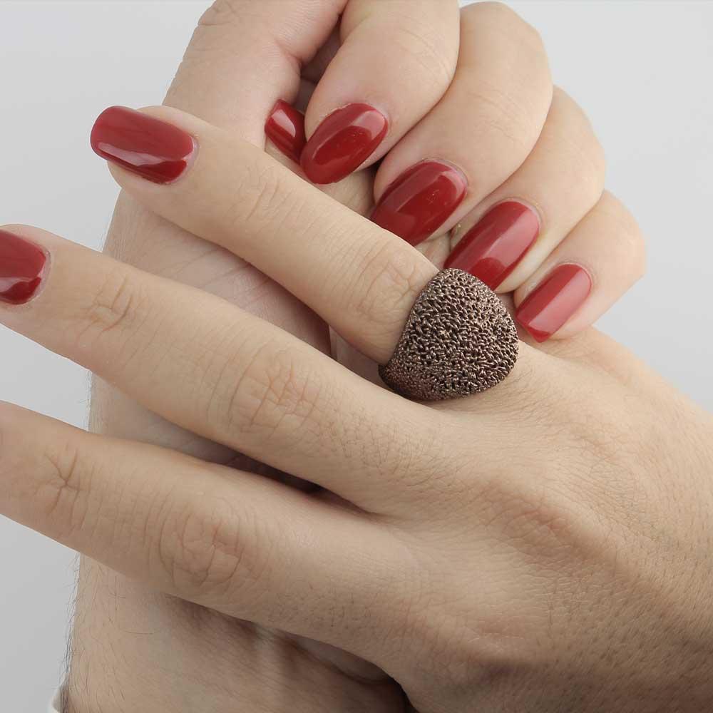 Bolvormige charmante ring van bruin zilver