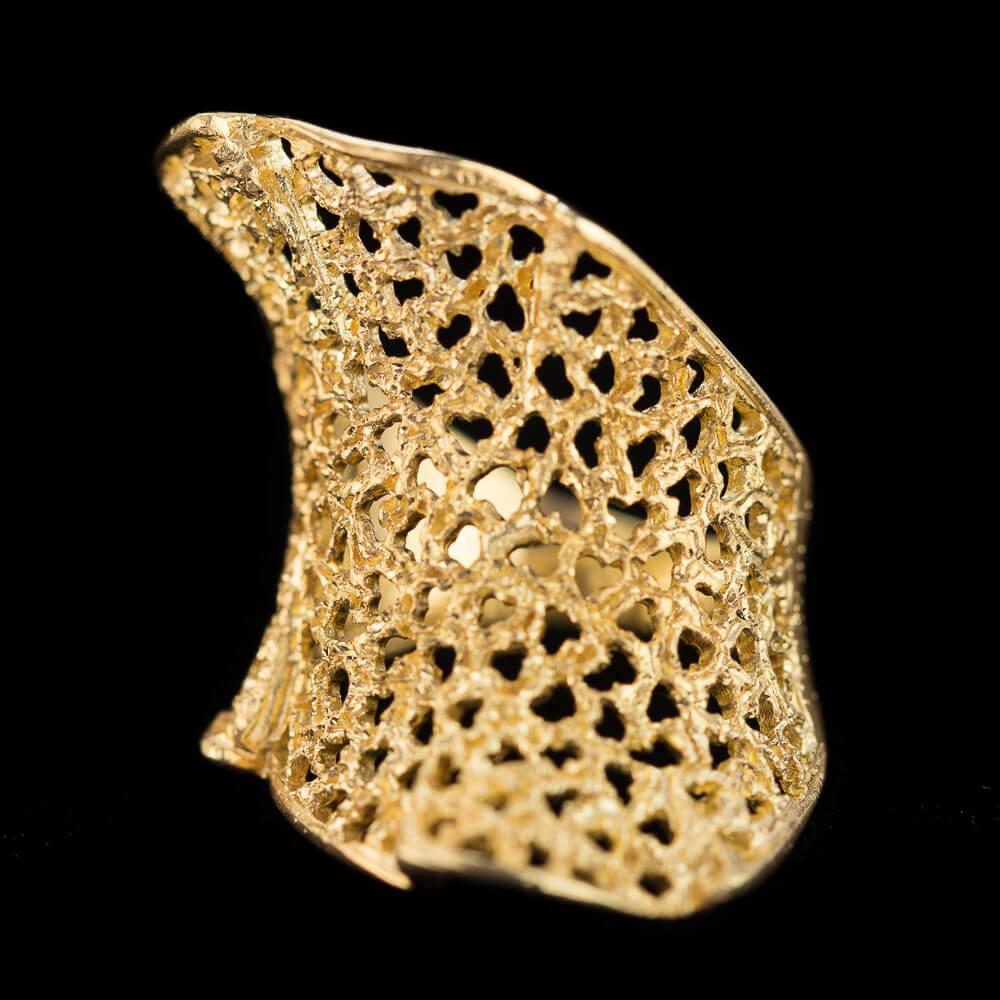 Verfijnde gouden ring, gediamanteerd met gaatjes 18Kt