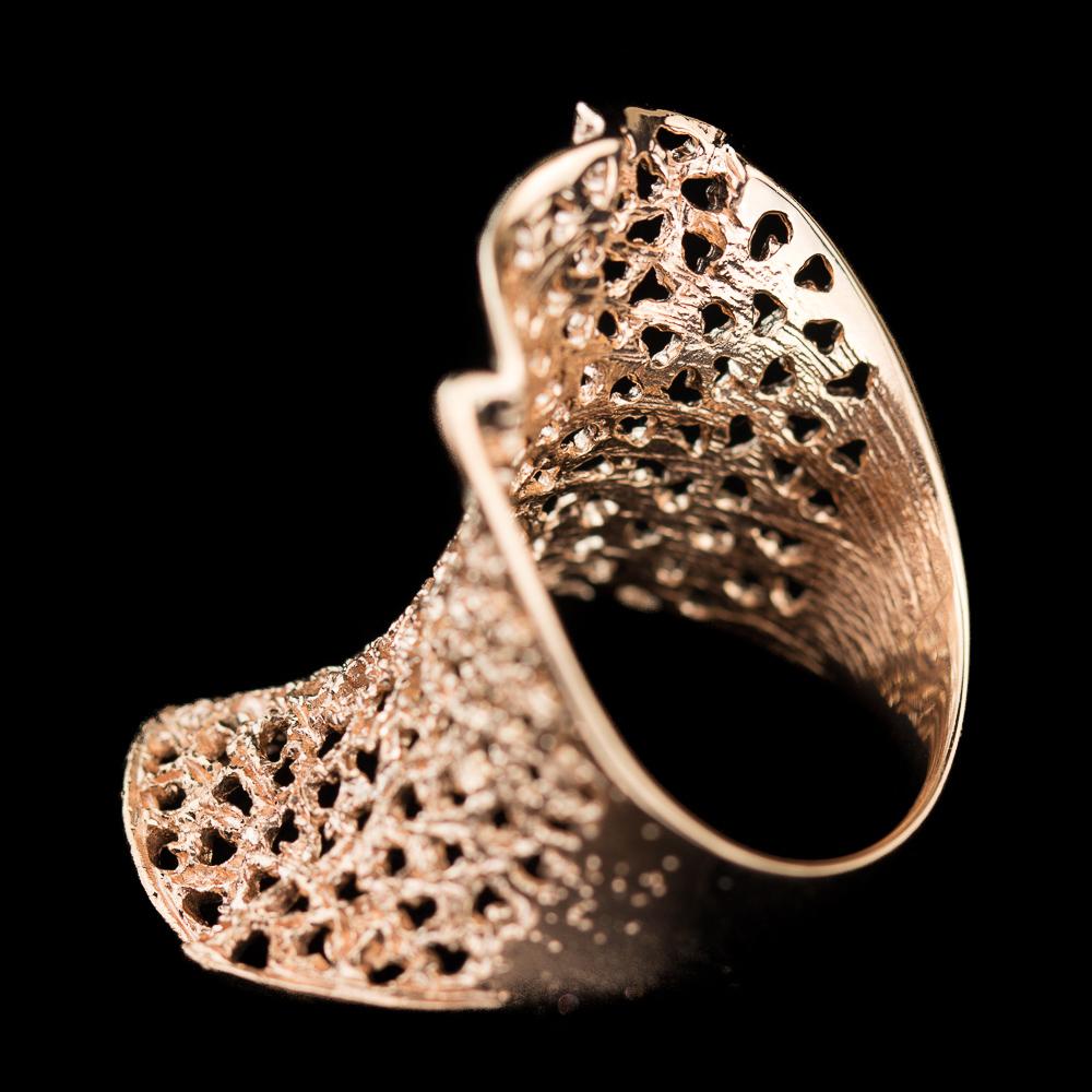 Verfijnde rosé ring, gediamanteerd met gaatjes