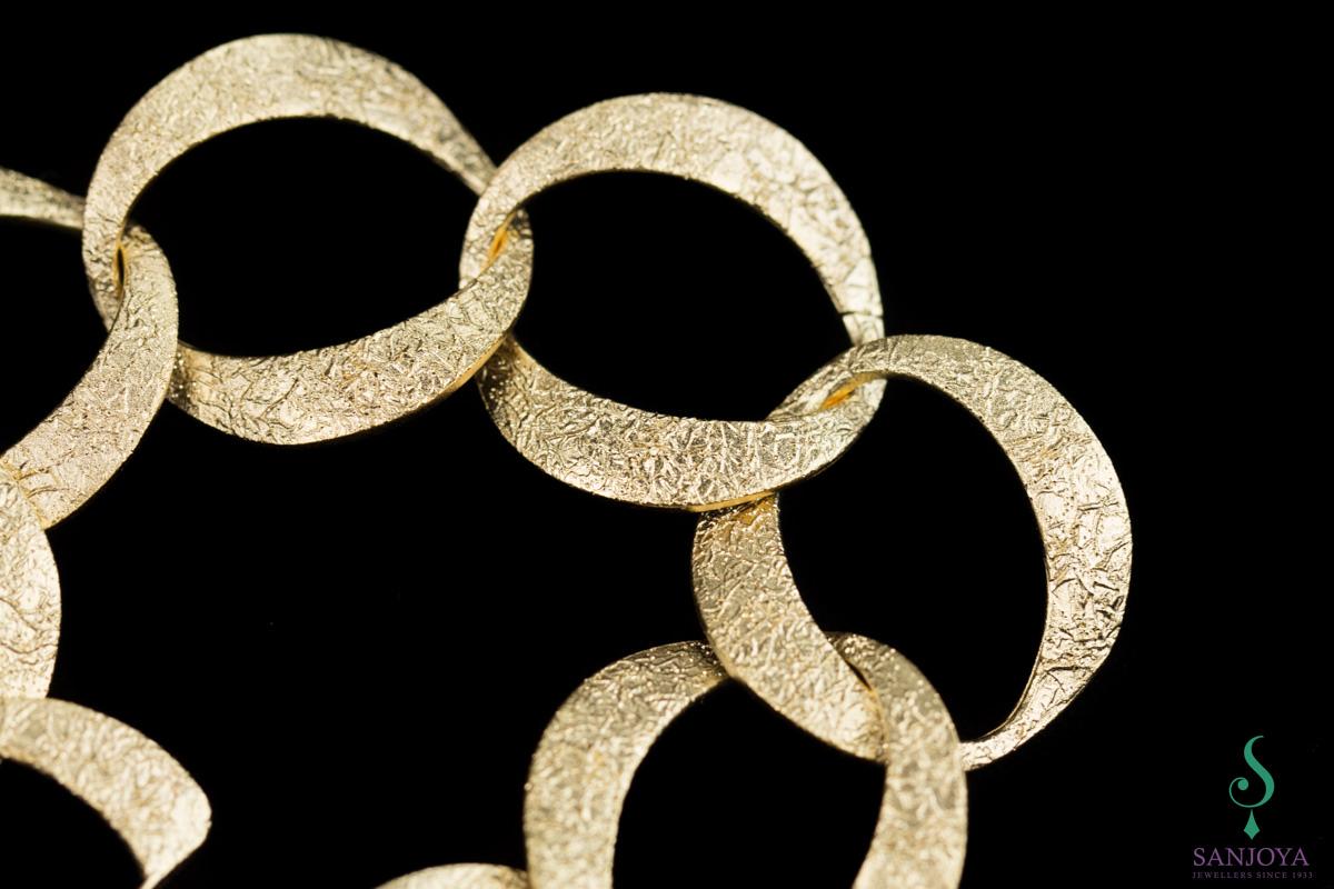 Vergulde en gediamanteerde schakelarmband