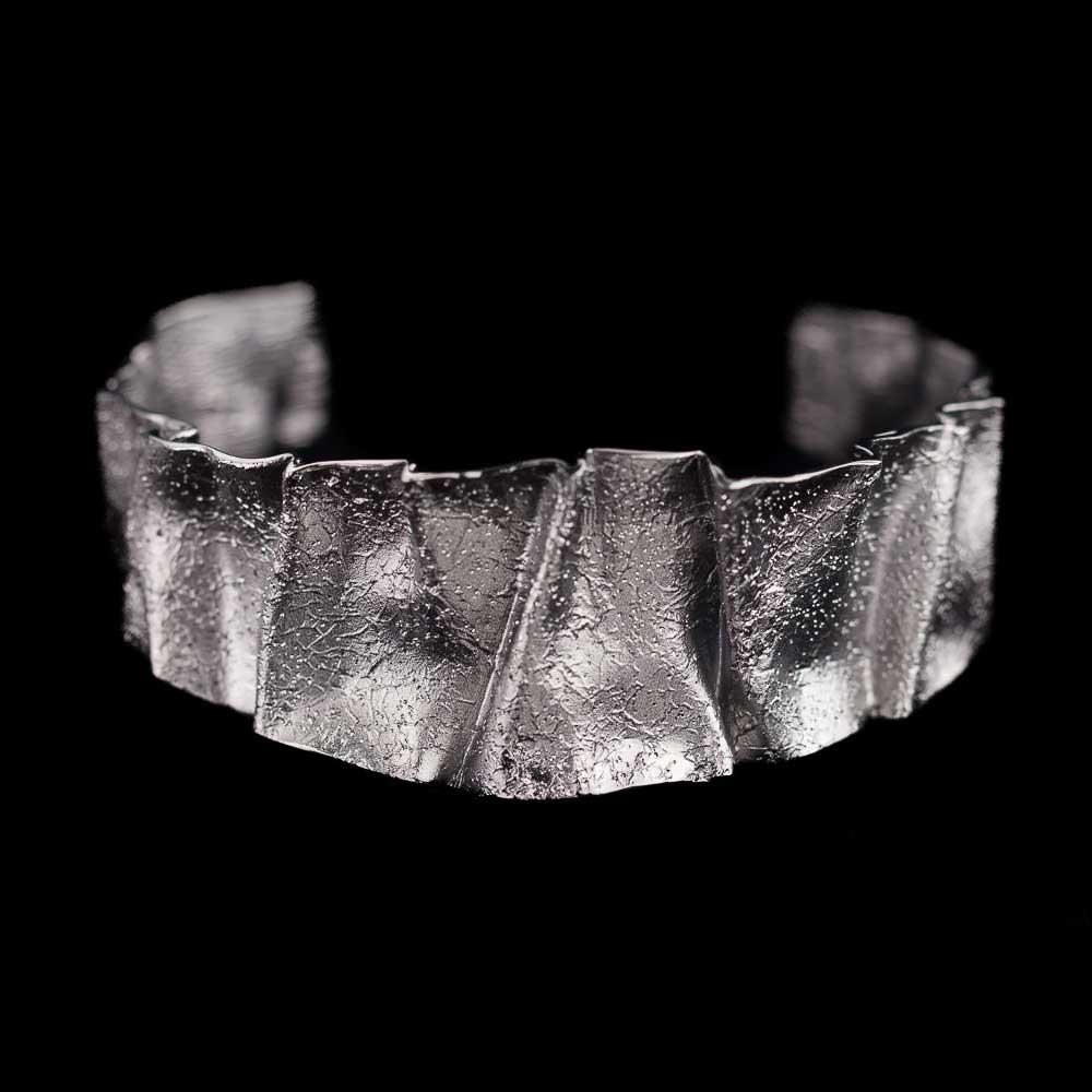 Geplooide slavenarmband van gediamanteerd zilver