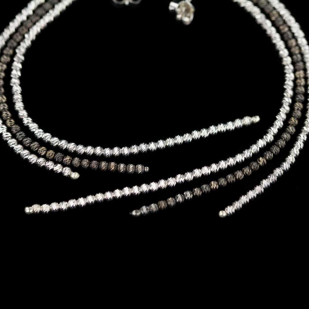 Lange oorbellen, zwart en zilver, Sanjoya