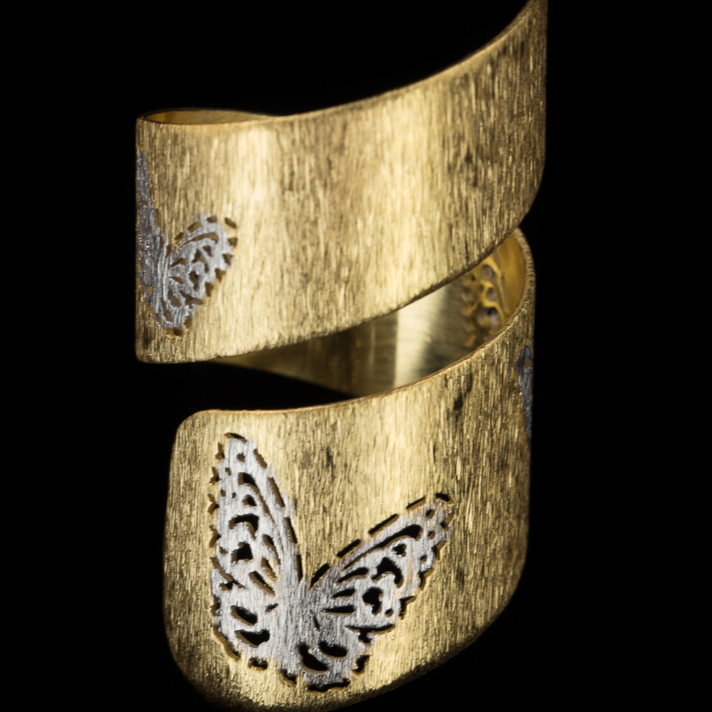 Vergulde dubbele ring met vlinder