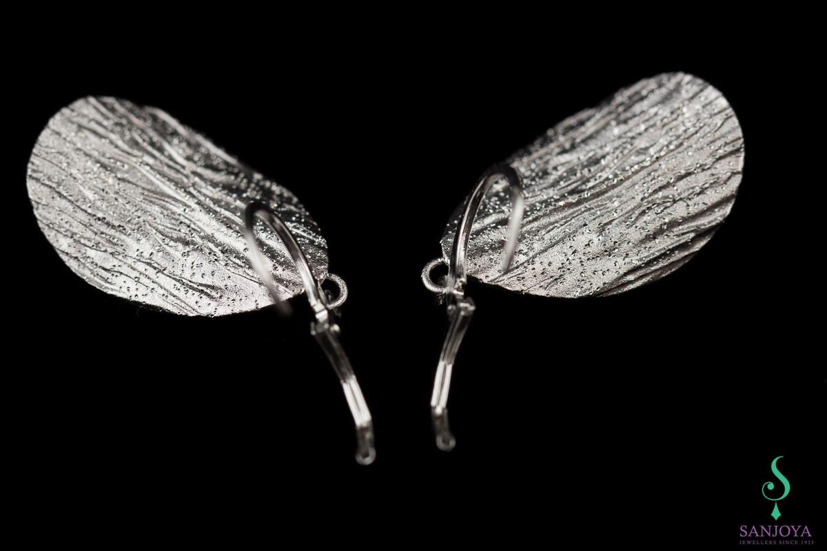 Zilveren afhangende en ovale gediamanteerde oorbellen