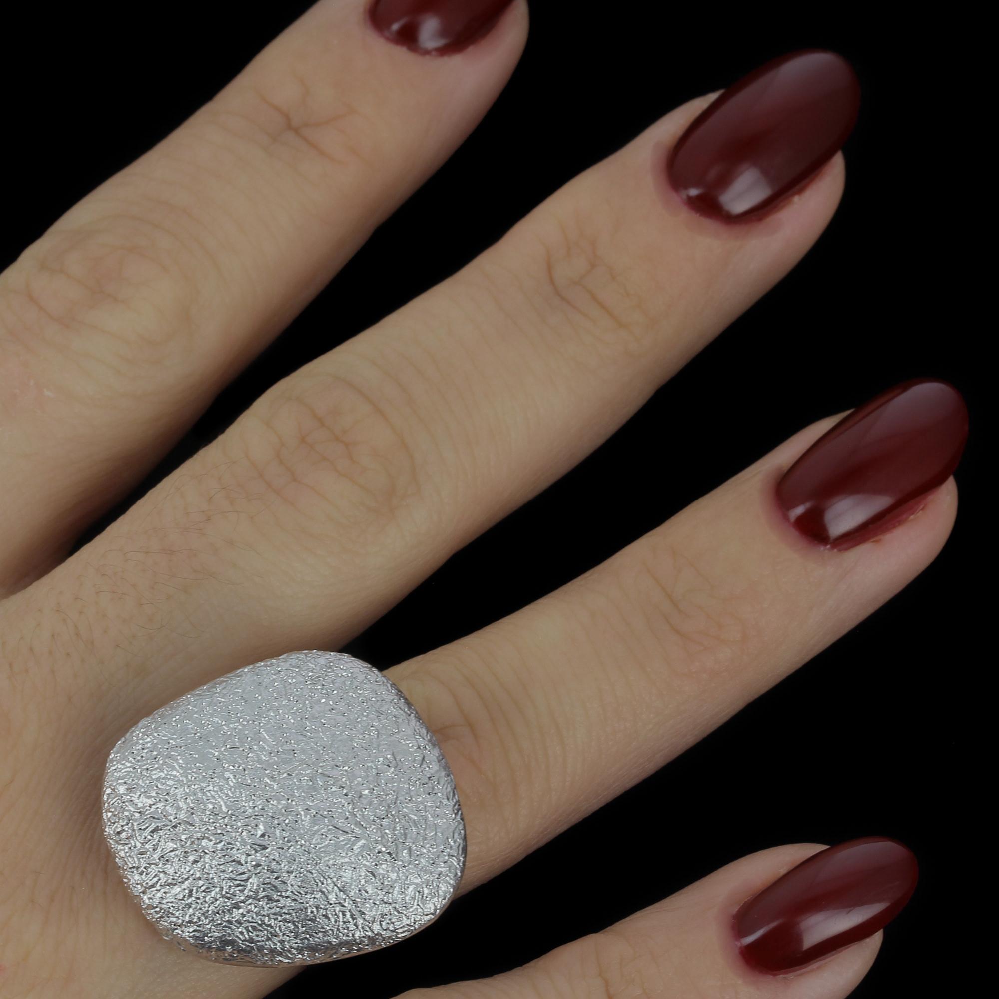 Grote zilveren vierkanten ring met afgeronde hoeken