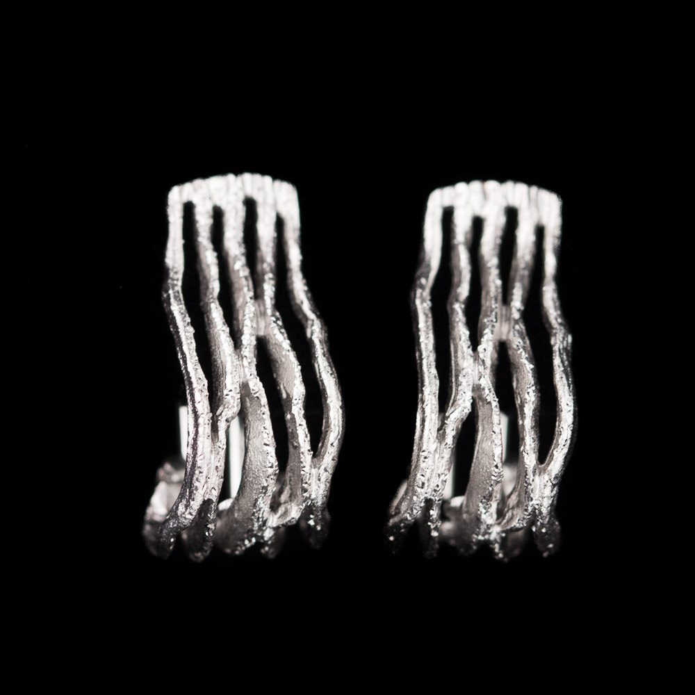 Magnifiek vormgegeven gediamanteerde oorbellen van zilver