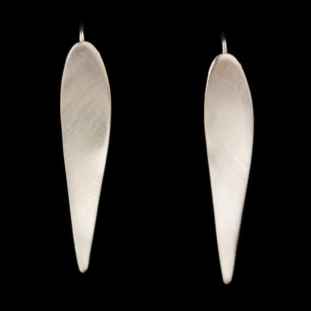 Zilveren lange en matte oorbellen