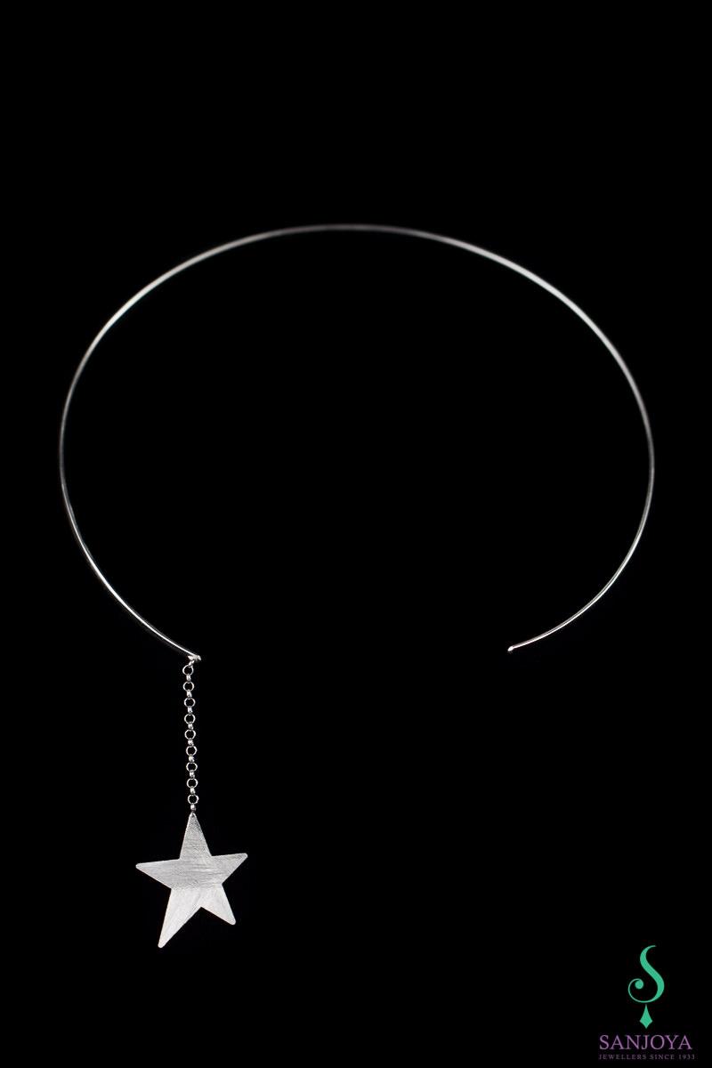 Stijve open ketting met afhangende ster