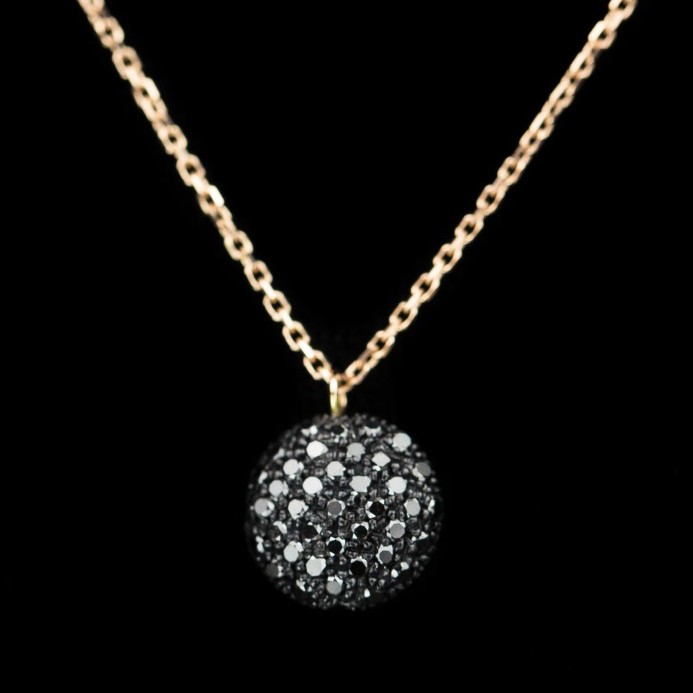 Rosé ketting 18Kt met een hanger van zwarte diamanten