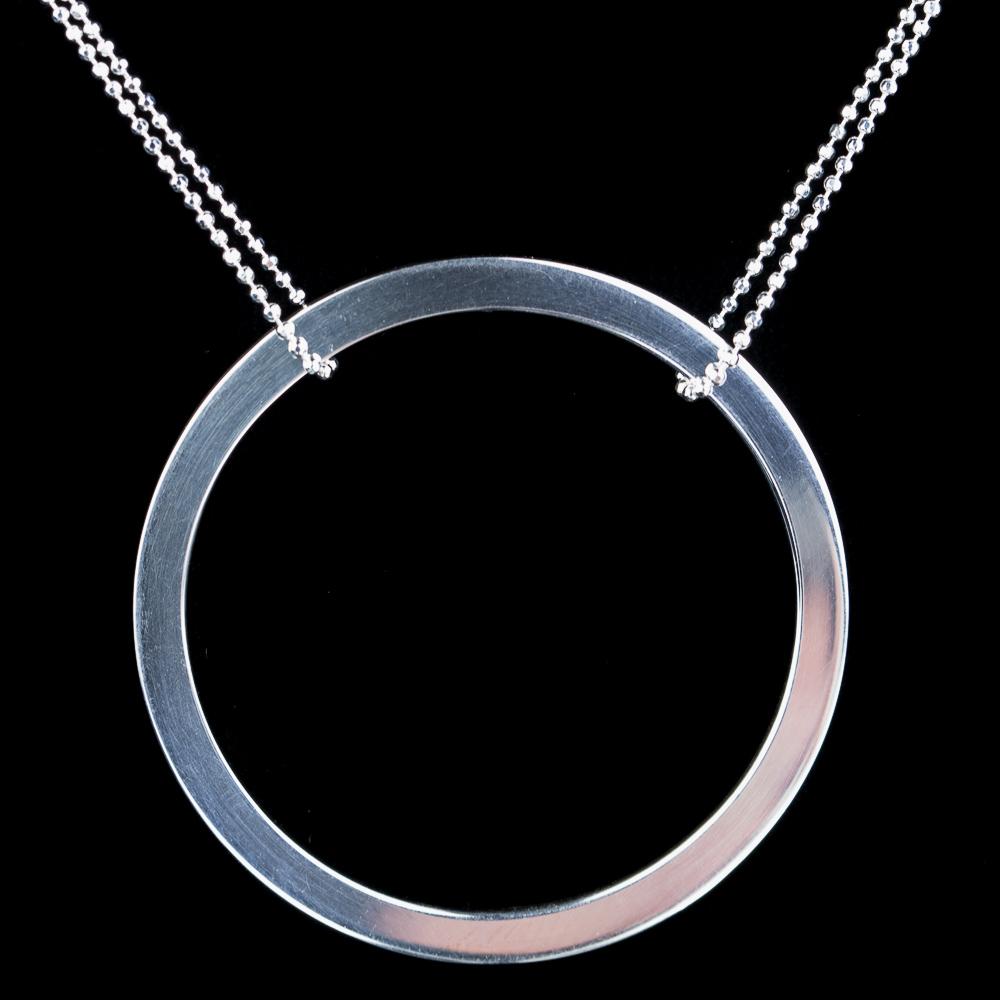Zilveren ketting met een ronde hanger