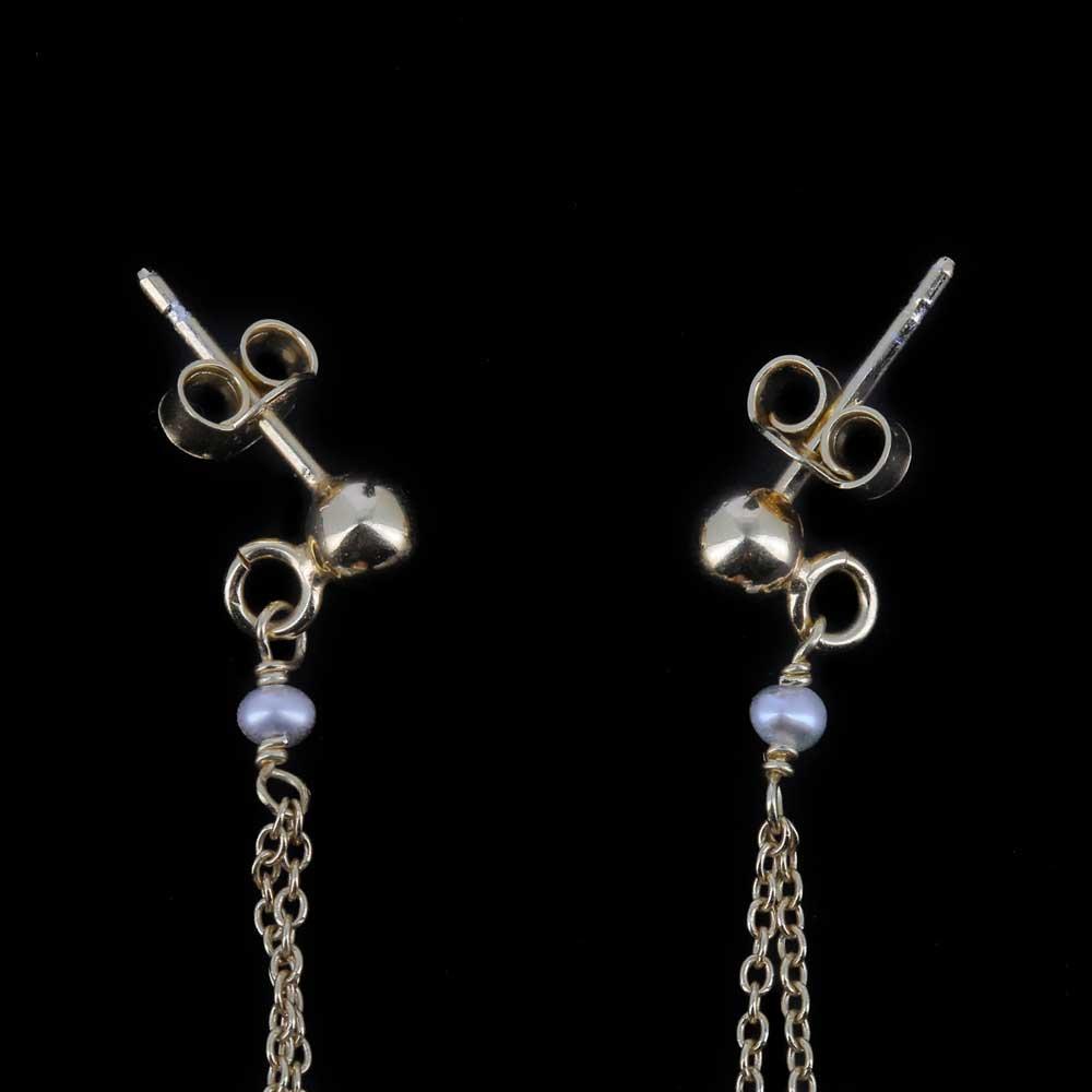 Lange vergulde oorbellen met parels