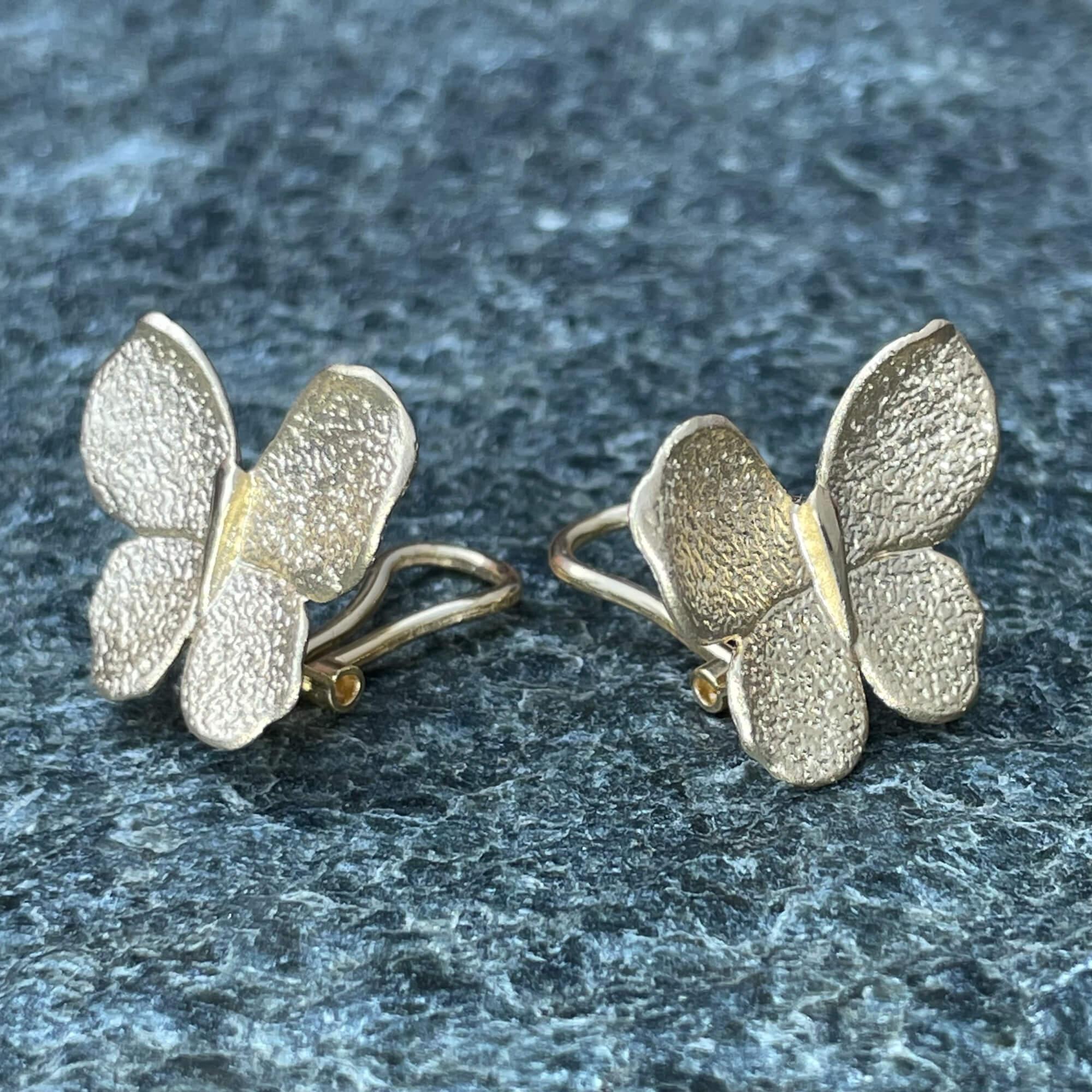 Vergulde grotere vlinder oorbellen
