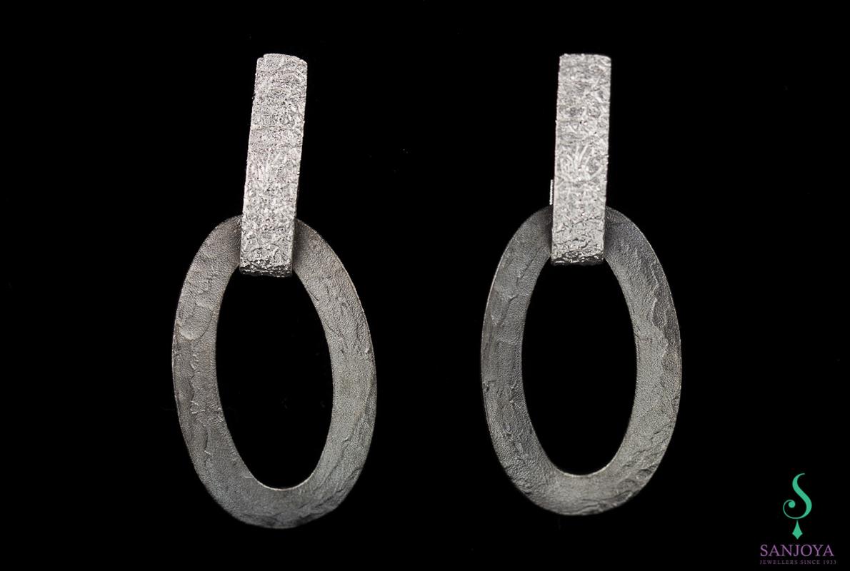 Schakeloorbellen van mat grijs en zilver gediamanteerd