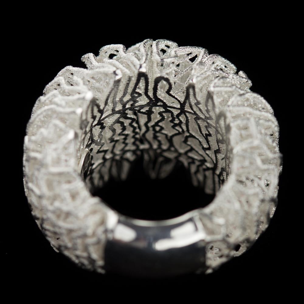 Witte openbewerkte ring