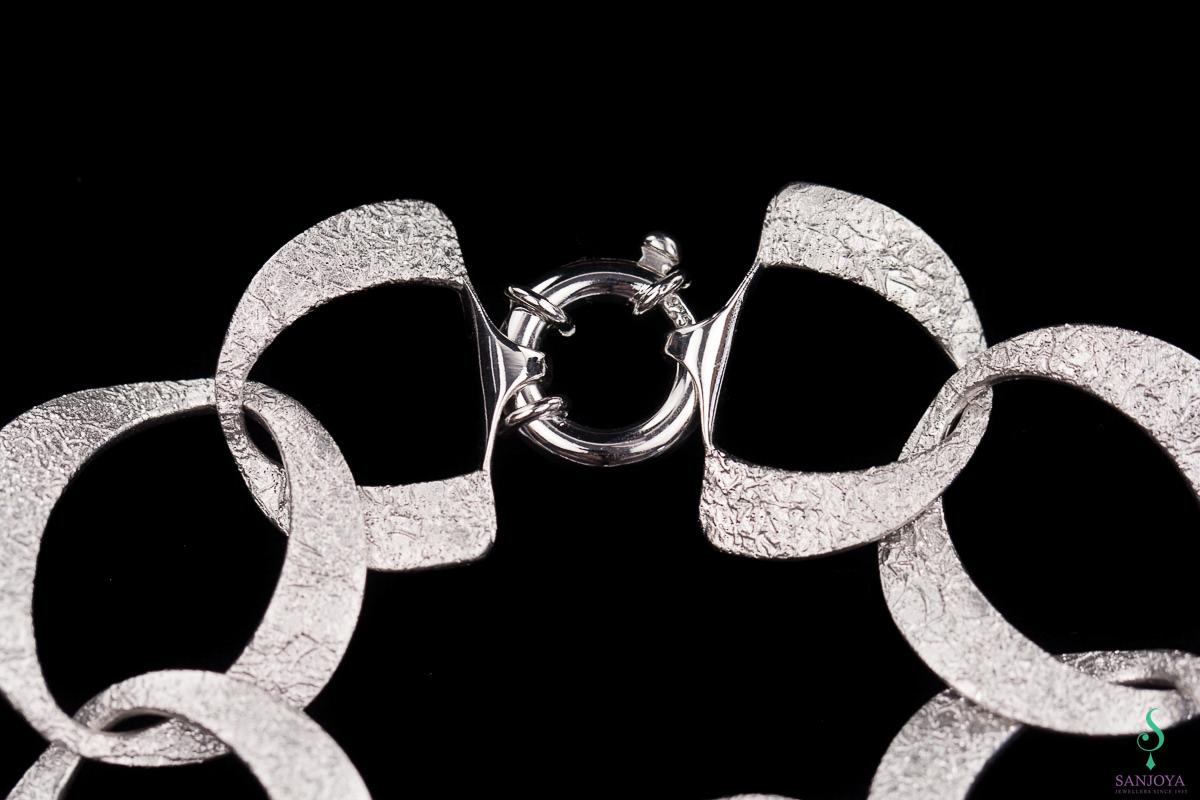 Zilveren gediamanteerde schakelarmband