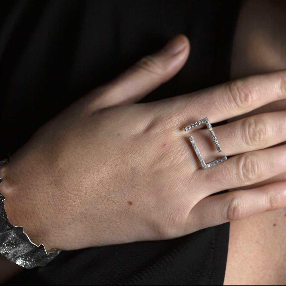 Rechthoekige ring van zilver en zirkonia